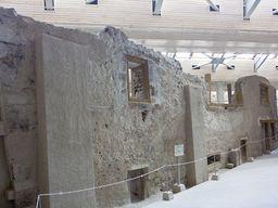 Am Dreiecksplatz in der berühmten Ausgrabung in Akrotiri. (c) Tobias Schorr