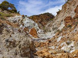 Στην κοιλάδα του ηφαιστείου Σουσάκιου υπάρχουν πολλές ζεστές φουμαρόλες, οι οποίες δείχνουν πως το ηφαίστειο είναι ενεργό. (c) Tobias Schorr