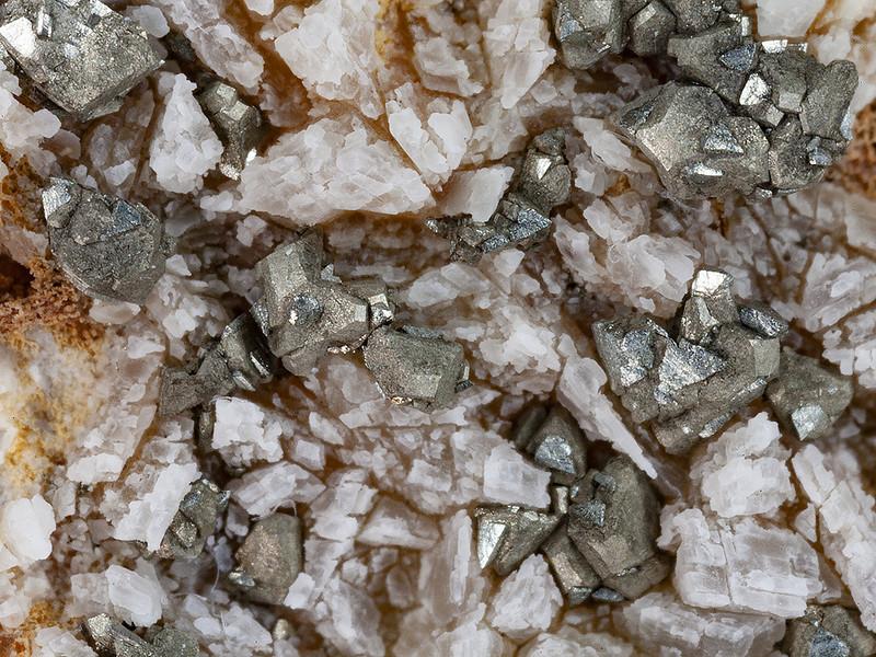 Χαλκοπυρίτης και αρσενοπυρίτης μετά από θεραπεία με οξαλικό οξύ. Ευρήματα από τα υδροθερμικά περάσματα στην κοιλάδα του ηφαλιστειο Σουσάκ
