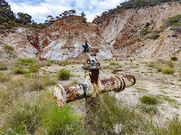 Σωλήνες από την προσπάθεια εξερεύνησης της γεωθερμικής ενέργειας. (c) Tobias Schorr