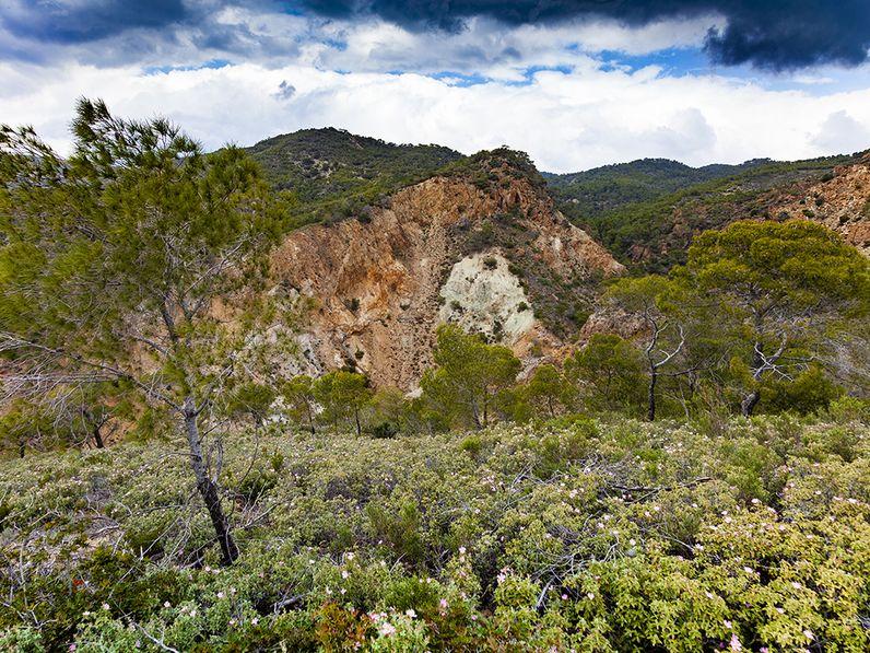 Η κοιλάδα όπου βρίσκονται τα ερείπια του ηφαιστείου, άνω των 20 εκατομμυρίων ετών. (c) Tobias Schorr