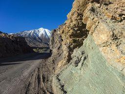 Hydrothermal veränderte Vulkangesteine in der Kaldera des Teide (c) Tobias Schorr