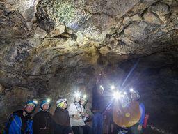 In der Höhle der Winde ist eine lange Lavahöhle. (c) Tobias Schorr