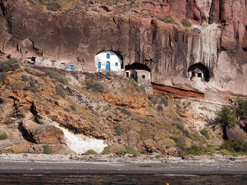 Die Kapelle in der Bucht Thermiá ist nur über einen abenteuerlichen Pfad zu erreichen. (c) Tobias Schorr