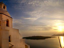 Die Kapelle Agios Minas in Fira darf auf keiner Postkarte fehlen. (c) Tobias Schorr