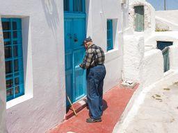Inzwischen leben fast nur noch ältere Menschen auf Thirasá. (c) Tobias Schorr