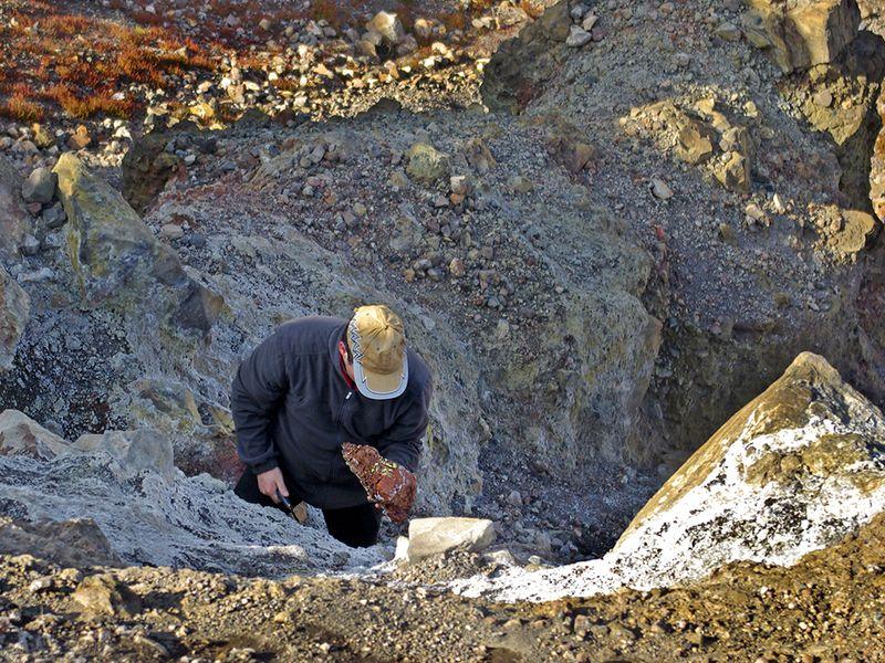 Tobias Schorr im Georgios-Krater auf Nea Kameni (2007) Foto: T. Reimers