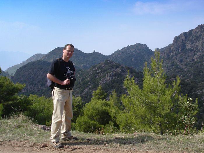 Tobias Schorr im Januar 2007 in den Bergen von Methana. Foto: (c) Karen Blatchford