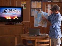 Tom Pfeiffer erklärt die Geologie der Insel Santorin