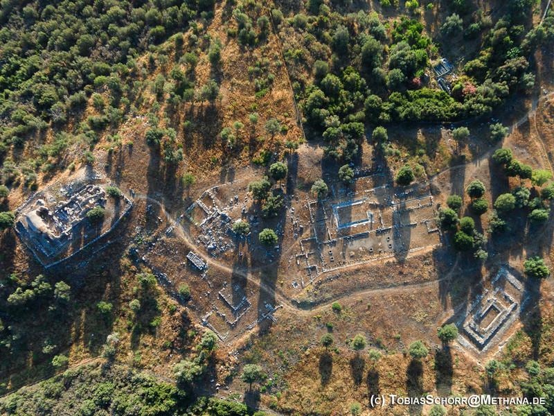 Luftbildaufnahme der antiken Ausgrabungen von Troizen (c) Tobias Schorr