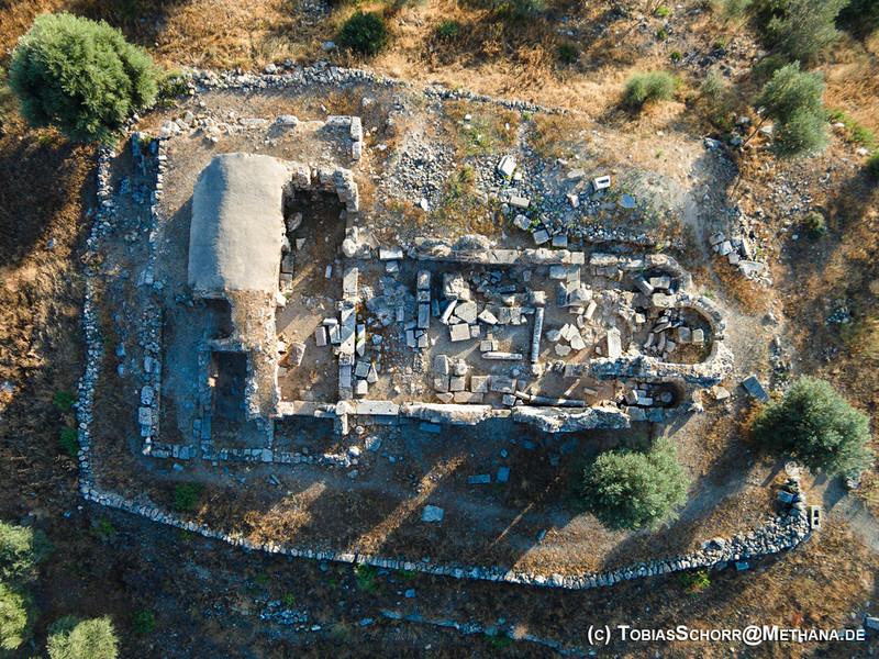Luftbild der Episkopi-Kirche, an deren Stelle wohl der Aphrodite-Tempel lag (c) Tobias Schorr