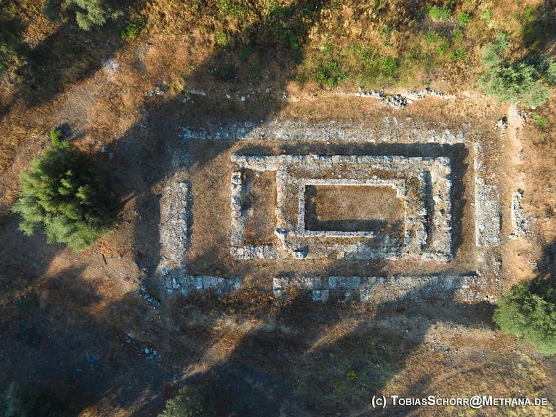 Luftbild des Hippolytos-Tempels von Troizen (c) Tobias Schorr