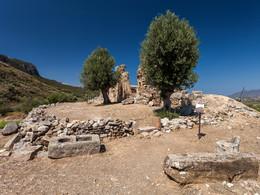 Blick auf die Stelle, wo der Aphrodite-Tempel lag und heute die Ruinen der Episkopi-Kirche stehen. (c) Tobias Schorr