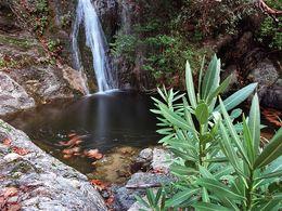 Einer der schönsten Wasserfälle mit tiefem See (c) Tobias Schorr 1990
