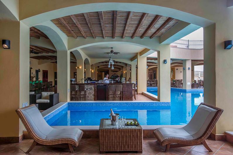 Nach den Wanderungen können wir uns im Hotel-Swimming-Pool erfrischen! (c) Hotel Varos