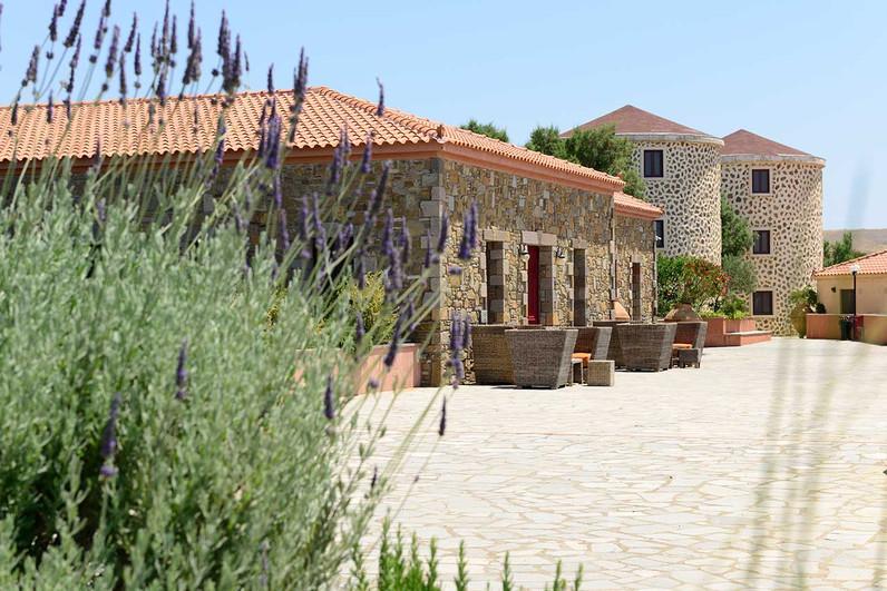 Das schön an traditionelle Architektur angepasste Hotel liegt ideal für unsere Touren! (c) Hotel Varos