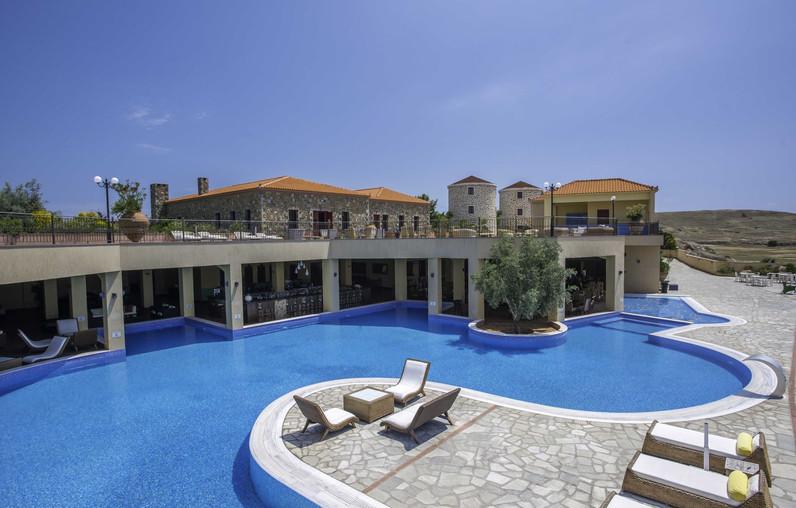 Wir wohnen im Boutique-Hotel am Rande des Vulkankraters von Varos. (c) Hotel Varos