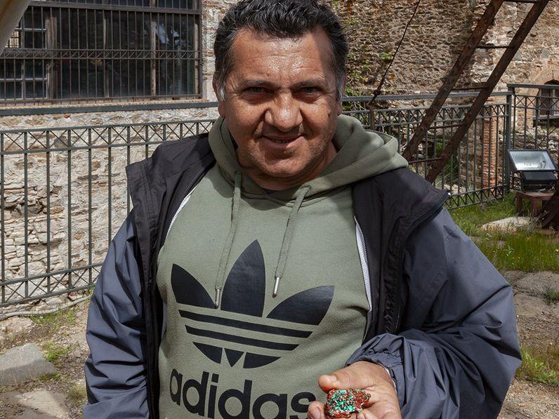 Vasili ist einer der Mineraliensammler in Laurion. Er ist immer hilfsbrereit und begeisterungsfähig. (c) Tobias Schorr