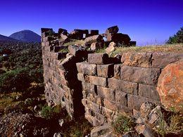 Turm und Wachmauern der Festung Paliokastro. Mai 2000. (c) Tobias Schorr